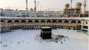 السعودية تحظر الصلاة في المساجد باستثناء الحرمين لمواجهة فيروس كورونا