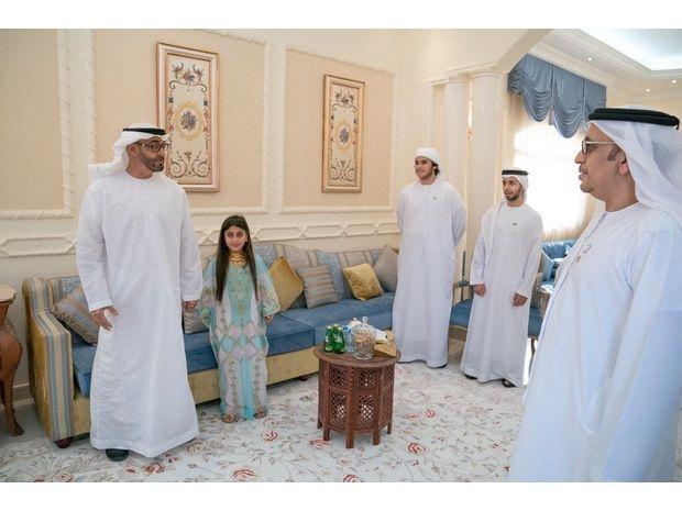 محمد بن زايد يزور طفلة لم تتمكن من السلام عليه 2