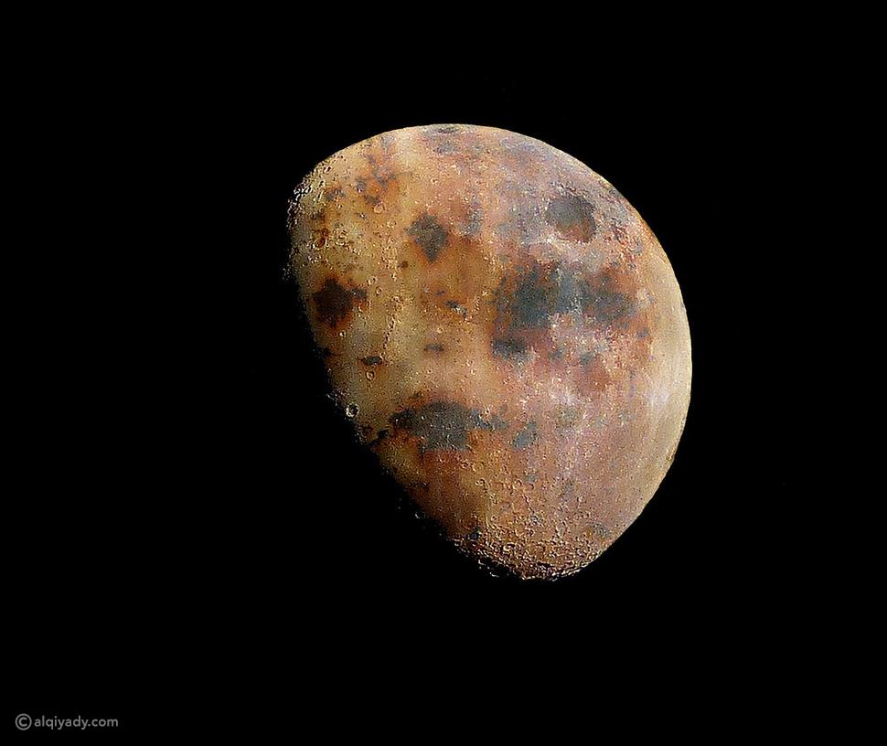 القمر يصدأ وتوجيه أصابع الاتهام إلى الأرض