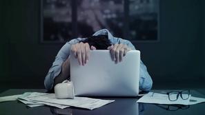 العمل لمدة 10 ساعات يوميًا يعرضك للإصابة بهذا المرض الخطير