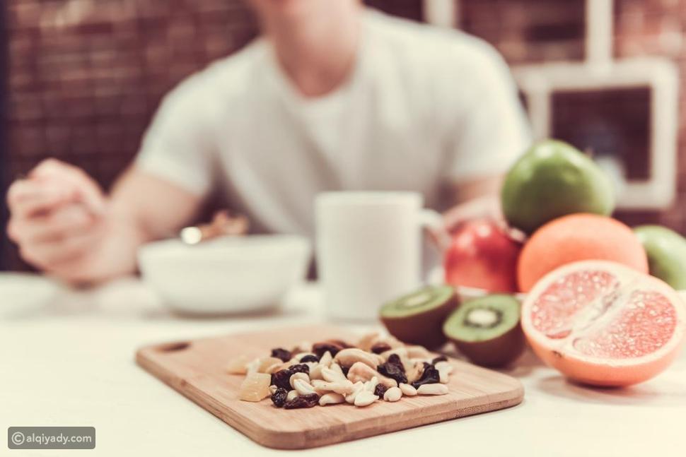 الفاكهة: أسباب عدم تناولها في المساء