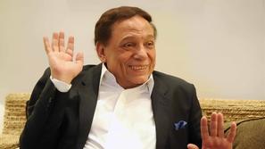 عادل إمام يرد بفيديو على شائعة وفاته: عاوزني أموت ليه؟