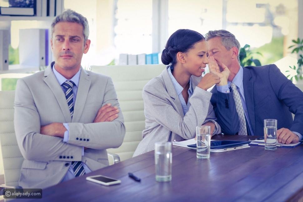 بيئة العمل السامة: 8 ثقافات تمتص الحياة منك