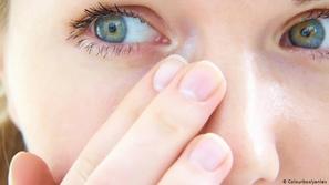 أفضل الطرق للتخلص من الأجسام الدخيلة على العين!