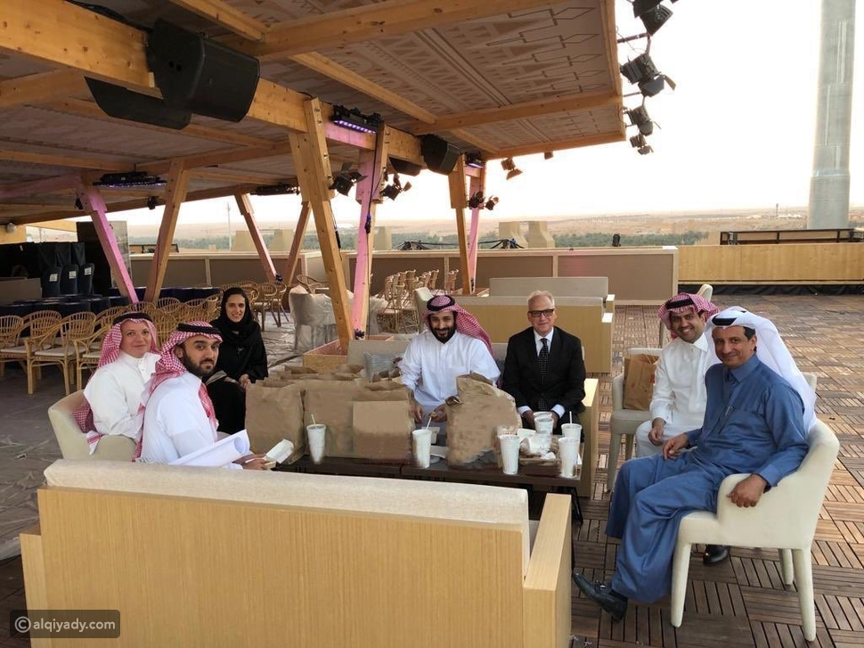 شاهد: الأمير محمد بن سلمان يزور مقر الفورمولا إي في الدرعية