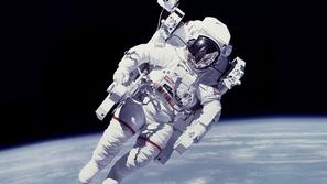 من هو أول لاعب كرة قدم سيسافر إلى الفضاء؟