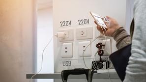 تحذيرات من استخدام منافذ USB العامة لشحن الهواتف