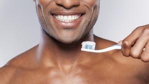 من مواد الطبيعة: حافظ على أسنانك ناصعة البياض