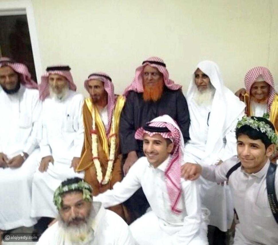 شاهد: نصف قرن فارق السن بين سعودي وزوجته الجديدة