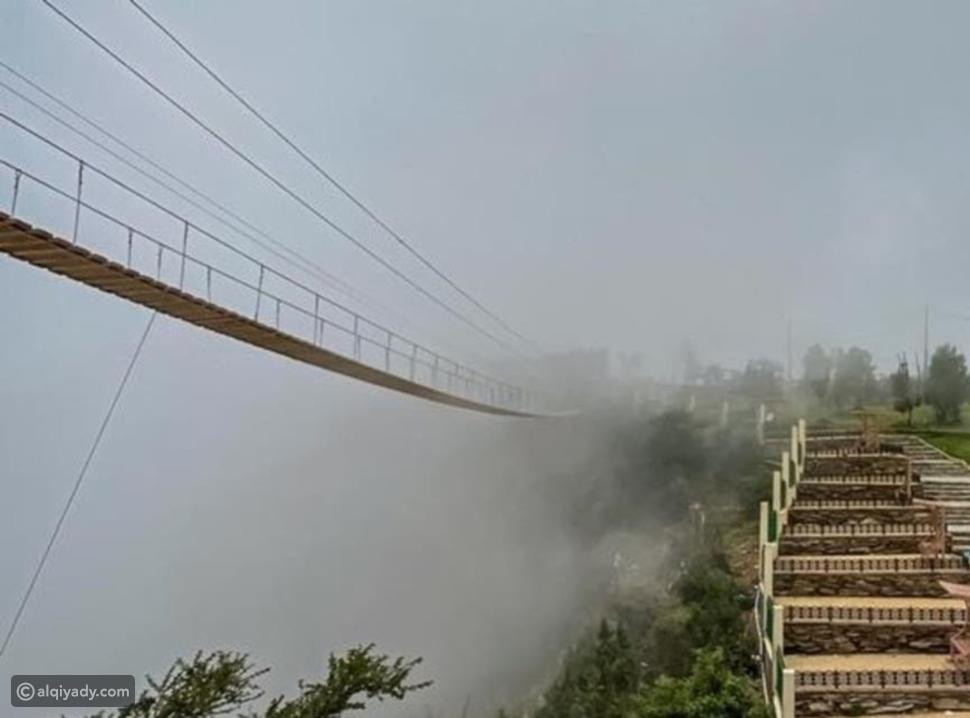 جسر حديقة رغدان المعلق يجذب الزوار في السعودية