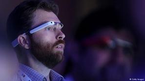 تطبيق يساعد ضعاف البصر على رؤية شاشات هواتفهم بسهولة