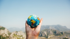 الوظيفة المثالية: سافر حول العالم وتقاضى 4000 دولار شهريًا