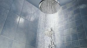 الاستحمام في المساء أو صباحاً.. ما الأفضل لصحتنا؟
