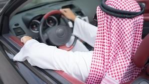 تجديد رخصة القيادة عبر أبشر بدون كشف النظر: إليكم الرابط والخطوات