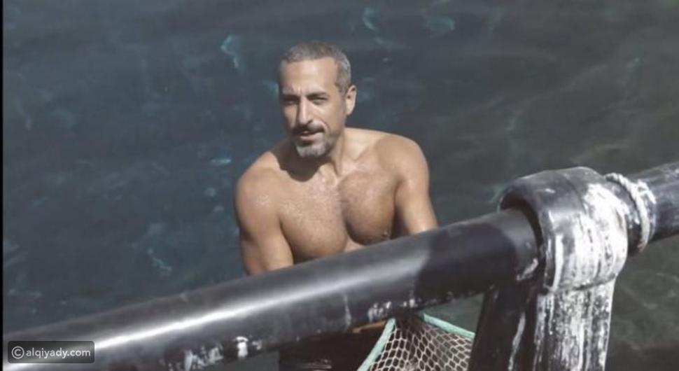 أحمد الشقيري يُثير إعجاب جمهوره بصوره عارياً الصدر