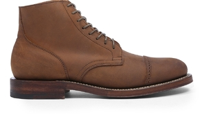 نصائح لتنظيف الحذاء الشامواه ليبدو جديدًا دائمًا