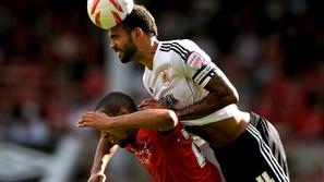 فيديو لا يُصدق: لاعب يسجل هدفًا برأسه من منتصف الملعب