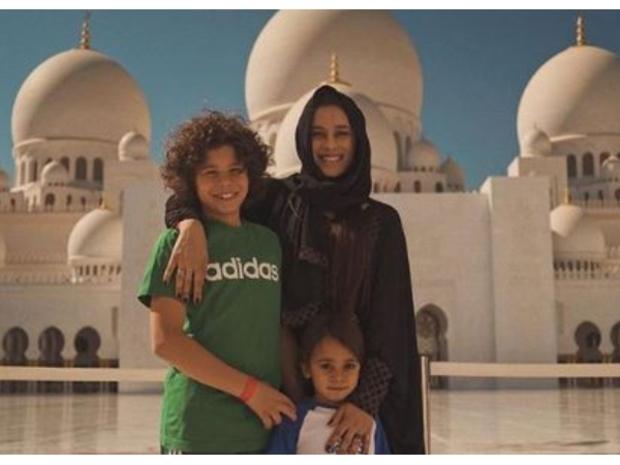 ونشرت كلاريس آلفيس زوجة مارسيلو صورًا لها رفقة أطفالها.