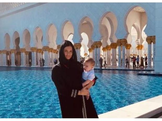 نشرت ماكرينا رودريغيز زوجة لوكاس فاسكيز صورًا لها في مسجد الشيخ زايد.