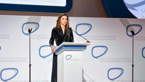 شاهد: الملكة رانيا تتسلم جائزة