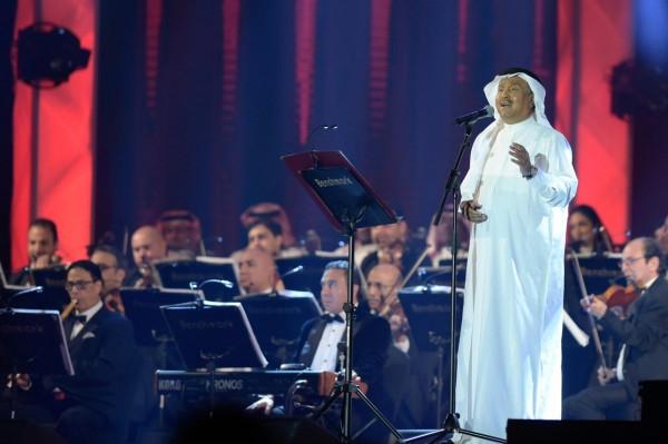 """محمد عبده في جده: يبكي على المسرح """"تعبت الظلم وإجحافه"""""""