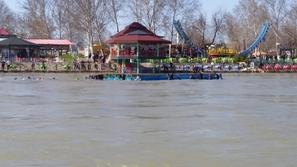 شاهد كارثة الموصل.. وفاة 95 شخصًا في غرق عبارة بنهر دجلة