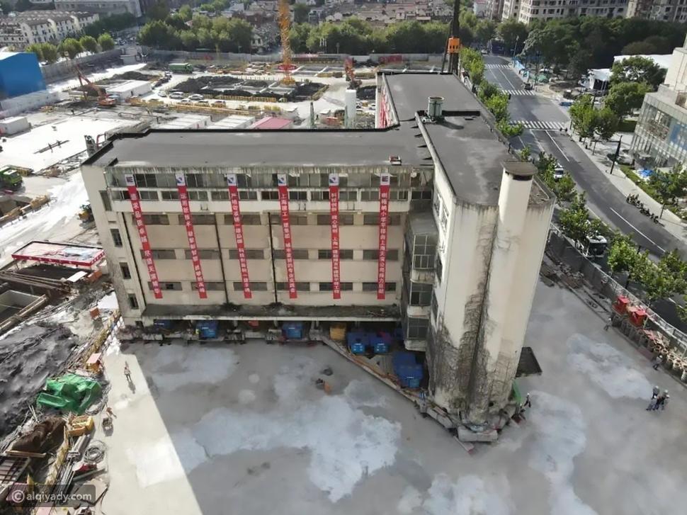 """في شنغهاي: مبنى من 5 طوابق """"يسير"""" إلى مكان جديد"""