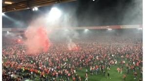 فيديو: هذا ما فعلته جماهير نادي ألماني صعد للدوري الممتاز للمرة الأولى