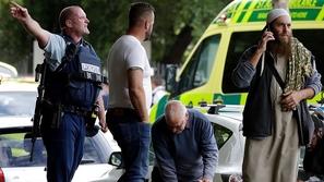 فيديو: كأنه يلعب PUBG.. مسلح يفتح النار على المصلين بمسجد في نيوزيلندا