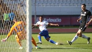 فيديو: حارس مرمى يتسبب في هدف كوميدي بعد احتفاله مع فريقه بهدف وهمي