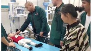 فيديو صادم: شاب صيني ينقذ طفلاً بعد سقوطه من الطابق الخامس