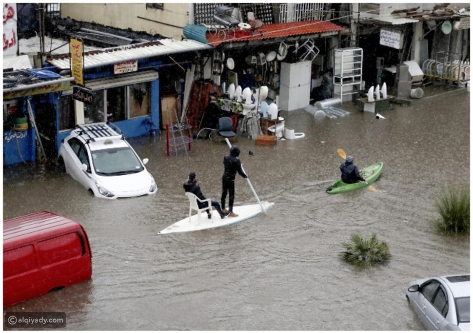 فيديو: الأمطار تغرق لبنان.. وهكذا تعامل المواطنون مع المياه في الشوارع