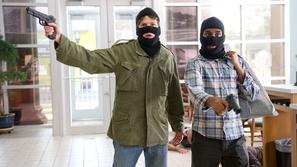 فيديو: سطو مسلح على بنك في الجزائر على طريقة أفلام هوليوود