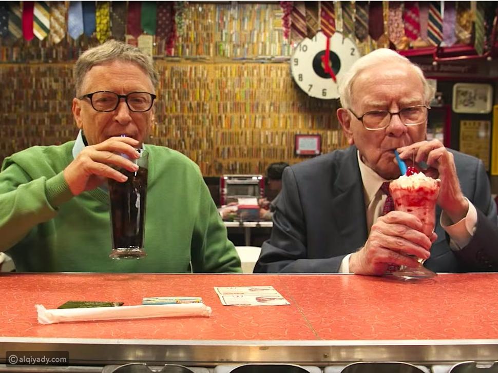 بيل غيتس يحتفل بعيد ميلاد صديقه ذي 90 عاماً على طريقته الخاصة