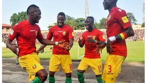 فيديو: لاعبو غينيا يحتفلون بنابي كيتا بعد تتويجه بدوري الأبطال