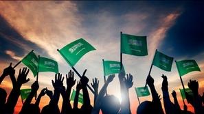 النشيد الوطني السعودي يصدح في سماء المملكة من شرفات المنازل