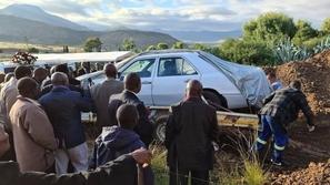 فيديو: دفن سياسي بجنوب أفريقيا مع سيارته