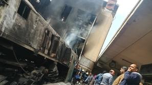 فيديو مروع للحظة اصطدام وإنفجار قطار في محطة مصر