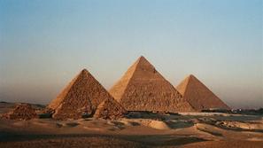 كيف بنى المصريون القدماء الأهرامات؟