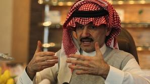شاهد: الوليد بن طلال يفتتح دار سينما في الرياض