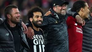 فيديو: هكذا احتفل لاعبو ليفربول بفوزهم برباعية أمام برشلونة