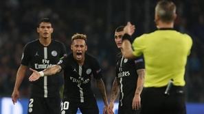 شاهد: نيمار يعتدى على أحد المشجعين بعد خسارة كأس فرنسا.. التفاصيل