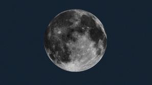 فيديو: جسم غامض على سطح القمر يثير الحيرة والجدل