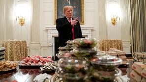 ترامب يقدم وجبات سريعة لضيوفه في البيت الأبيض بسبب الإغلاق الحكومي