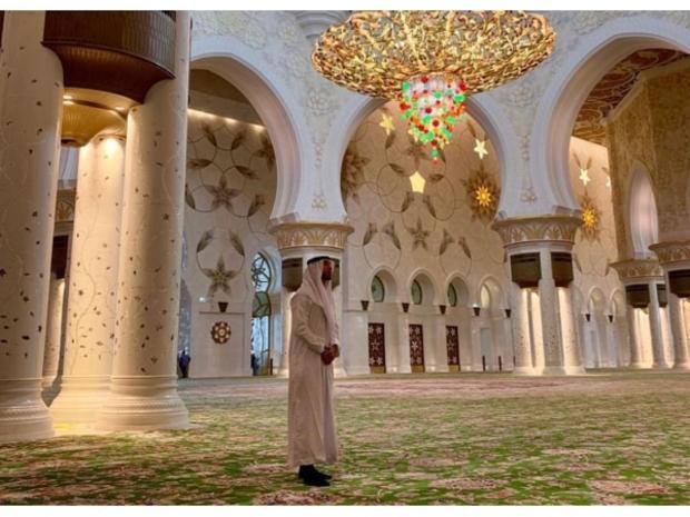 سيرخيو راموس ينشر مقطع فيديو له من داخل جامع الشيخ زايد الكبير