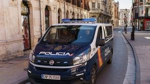 فيديو يرصد رقص وغناء الشرطة الإسبانية في الشارع للترفيه عن المواطنين