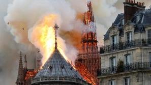 فيديو: لحظات كارثة باريس الكبرى.. النيران التهمت كاتدرائية نوتردام