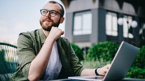 ما الفرق بين الوظيفة الثابتة والعمل الحر؟