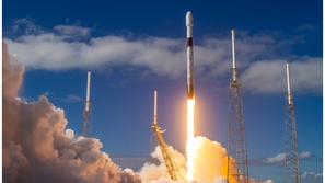 بالفيديو: إطلاق 60 قمرًا جديدًا لتوفير الإنترنت من الفضاء