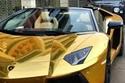 بالصور: دبي تتفاخر بسيارة لامبورجيني مصنوعة من الذهب الخالص وب7.5 مليون دولار